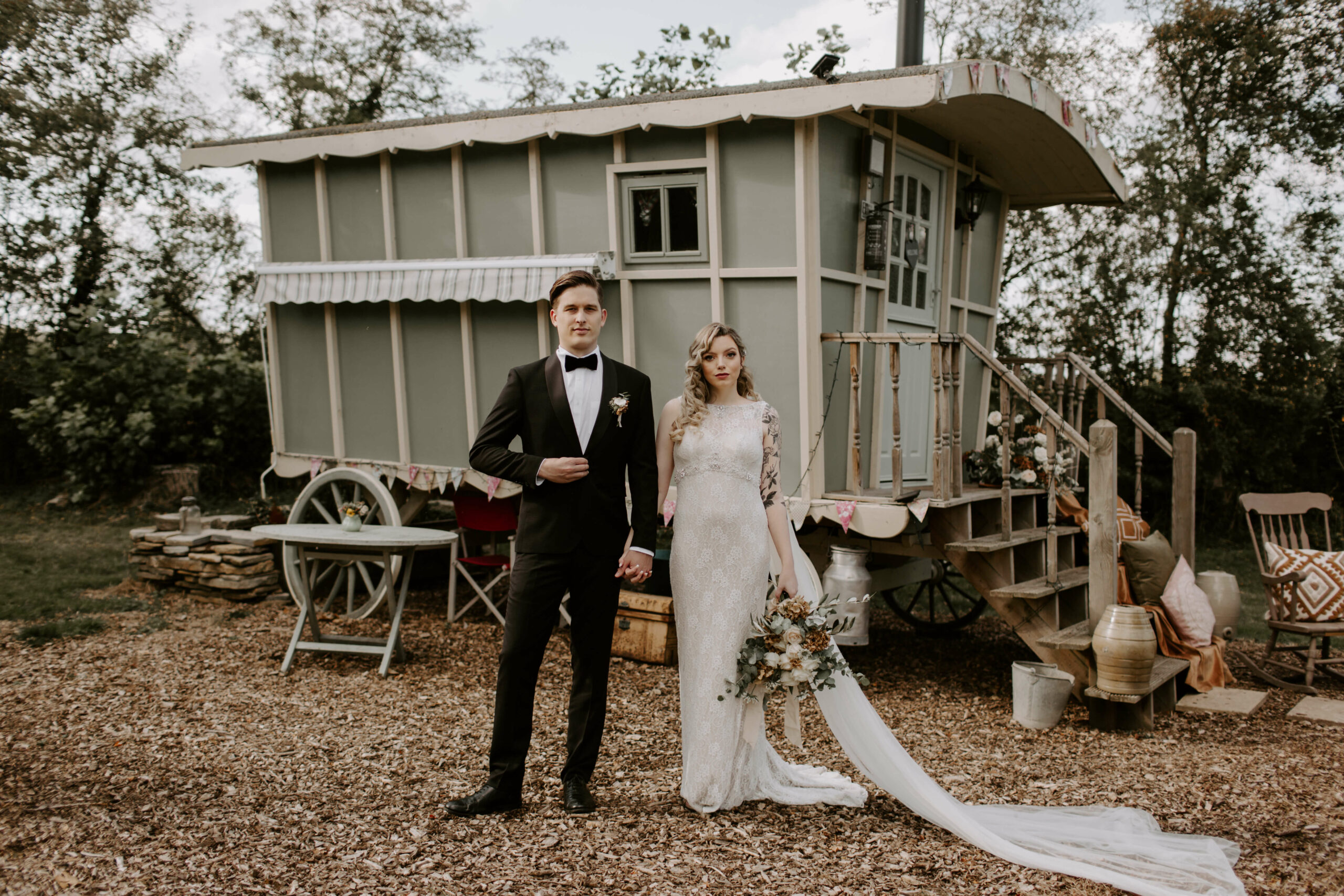 Styled Shoot: Vintage Glamour at The Dutch Barn, Willow and Rust Weddings