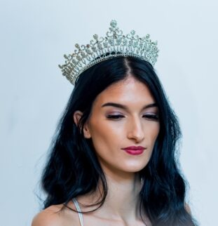 Where To Find The Perfect Bridal Tiara